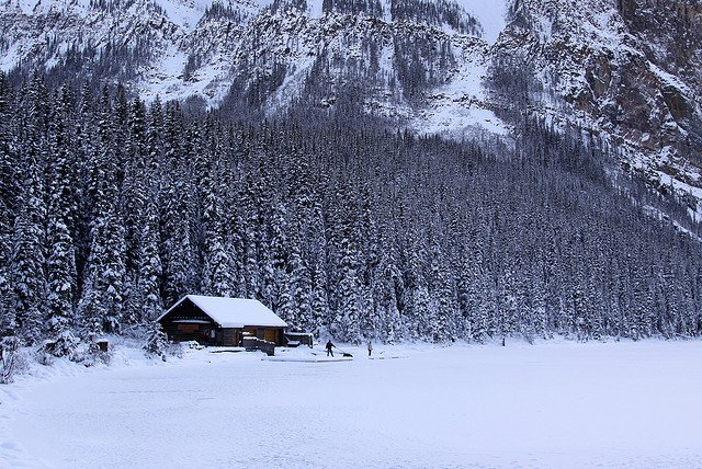 Fabulous snow covered cabins back roads living for Lake louise cabin rentals